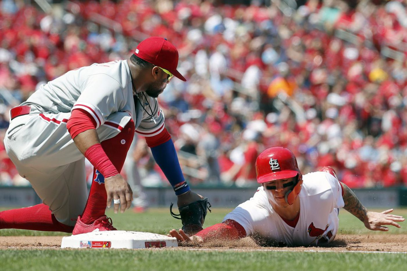 Phillies' Gabe Kapler still confident in Carlos Santana's defense despite miscues