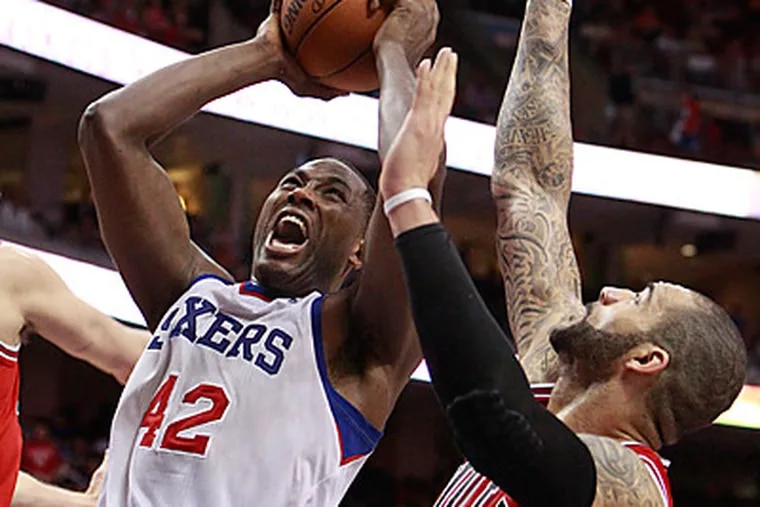 Sixers Elton Brand scores between Carlos Boozer, right, and Kyle Korver (not pictured). (Ron Cortes/Staff Photographer)