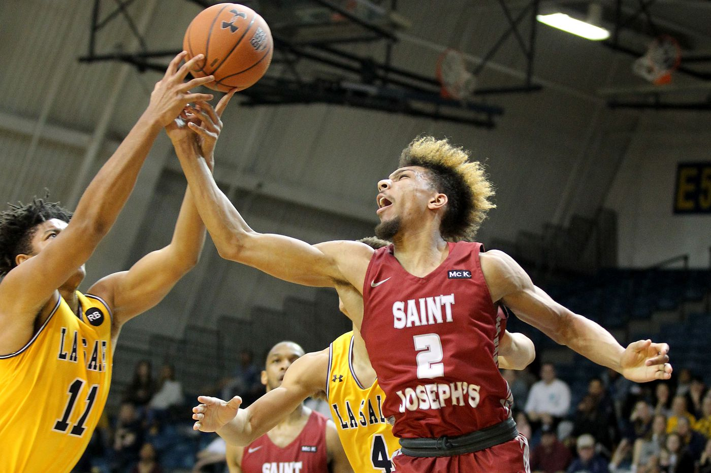 La Salle beats St. Joseph's for its fourth straight win