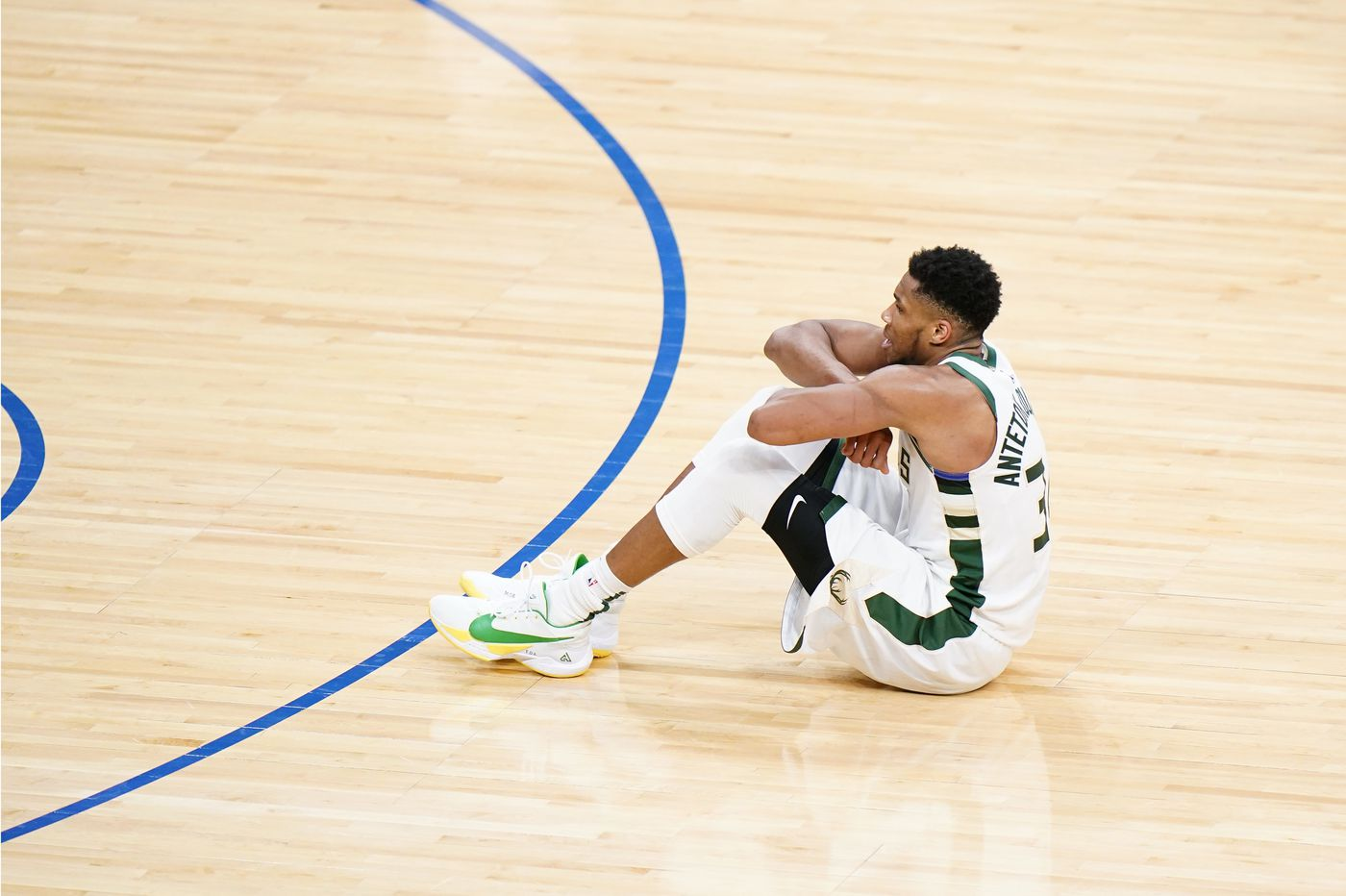 The Sixers run out of answers for Giannis Antetokounmpo in the second half | 76ers-Bucks best/worst