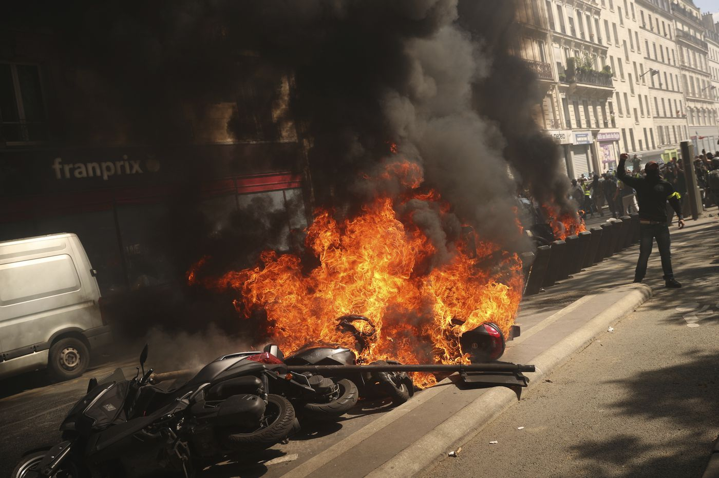 Yellow vest anger burns in France, fueled by Notre Dame fire
