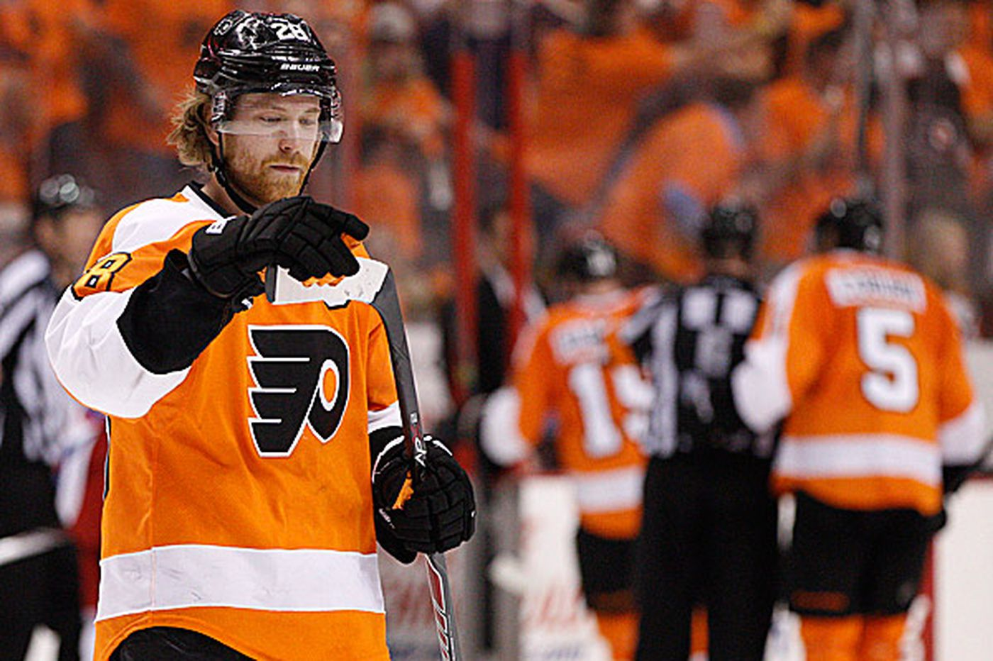Giroux not leading the way a captain should