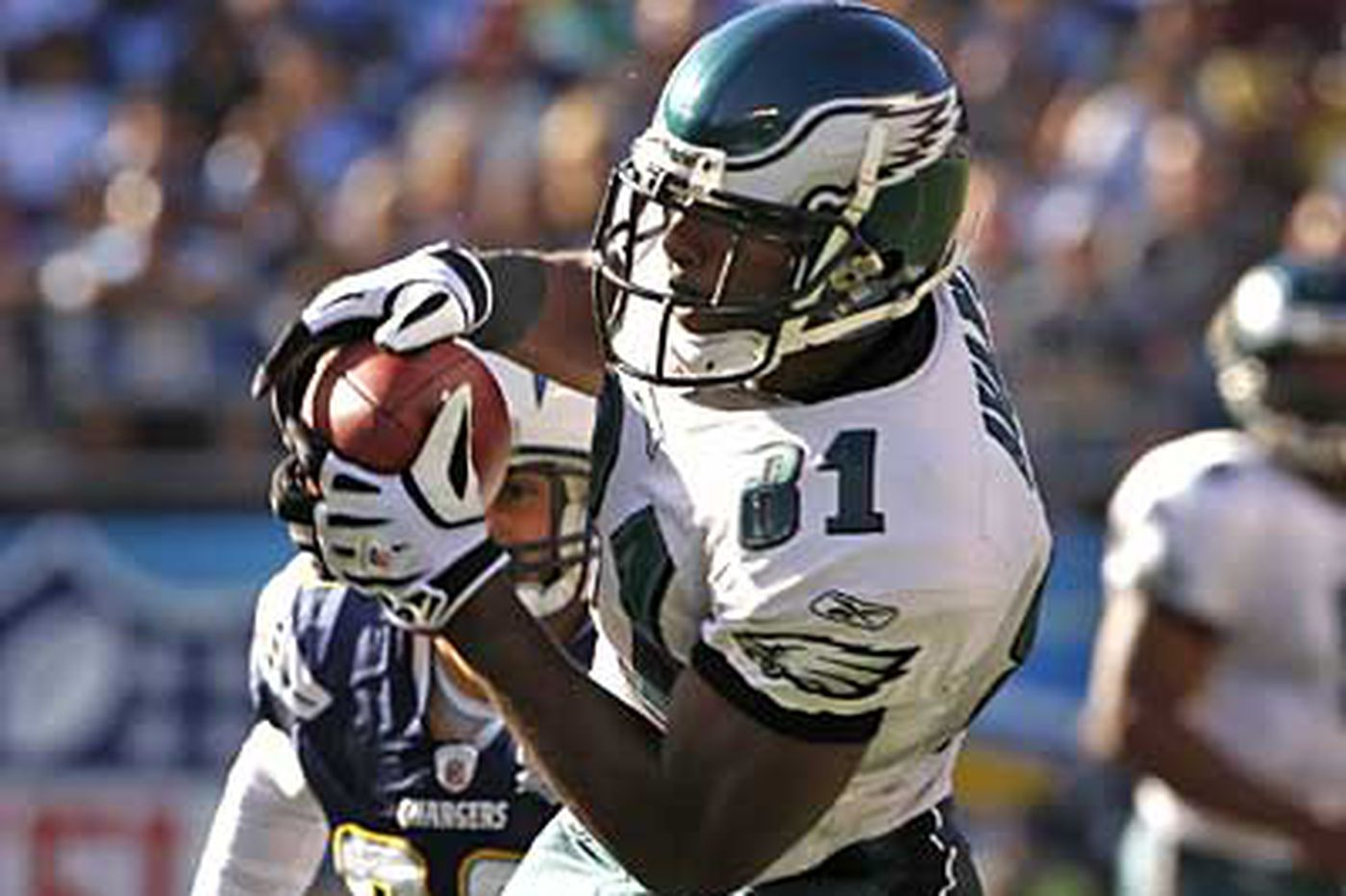 Eagles' Avant catches Chargers by surprise