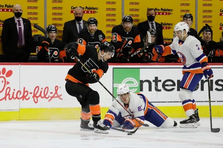 Flyers center Scott Laughton skates with the puck Sunday past New York Islanders left winger Anders Lee (center) and right winger Jordan Eberle. Laughton is among the players who have keyed the Flyers' penalty-killing success during their four-game winning streak.