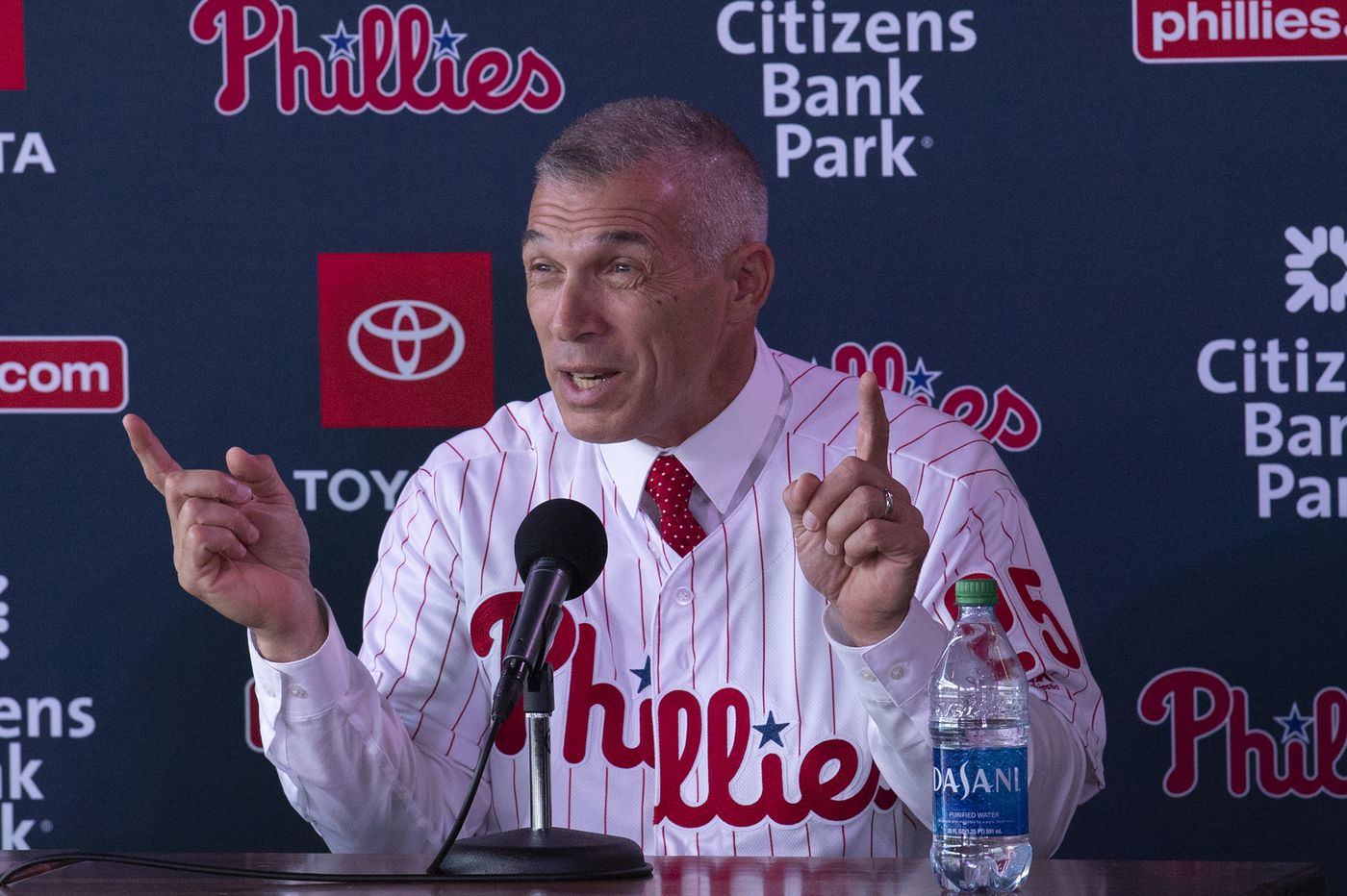 Phillies hire two coaches to complete Joe Girardi's staff