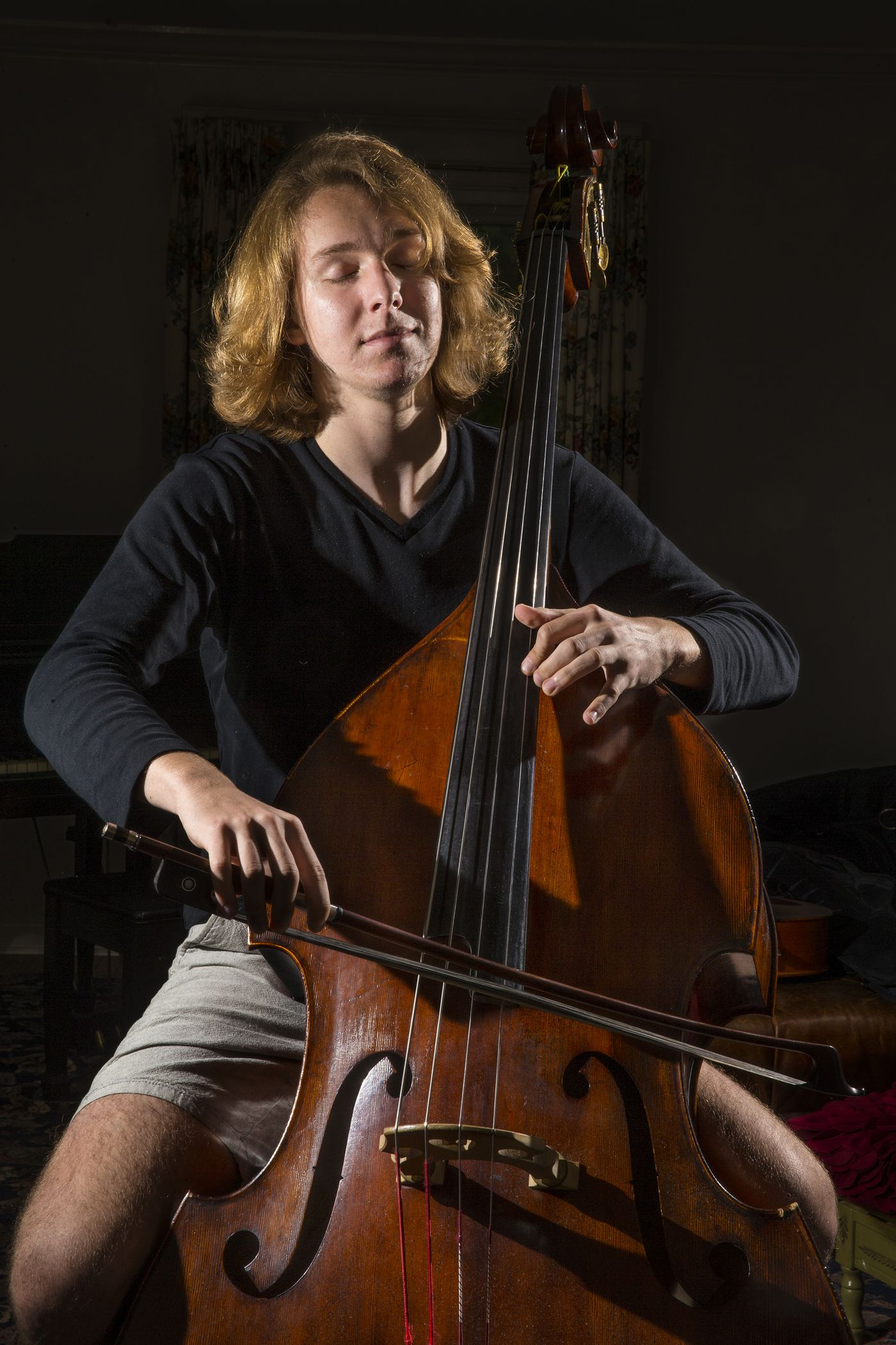 """e8d55903be4d0 William McGregor, 18, plays the gigue from Bach's """"First Cello Suite in A"""