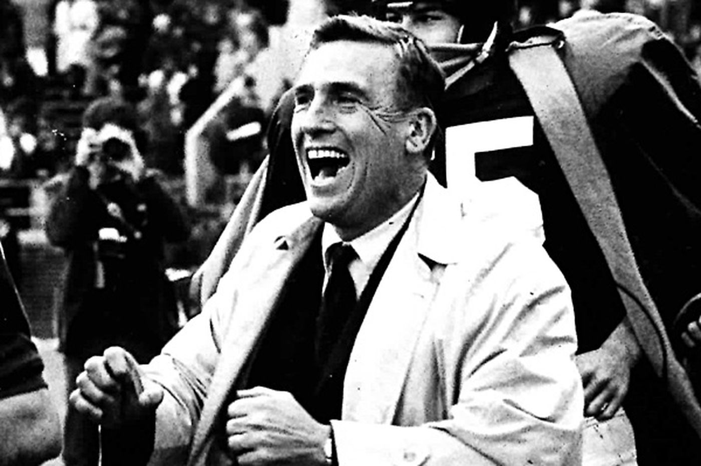 Bob Odell, 90; college football hall of famer starred at Penn