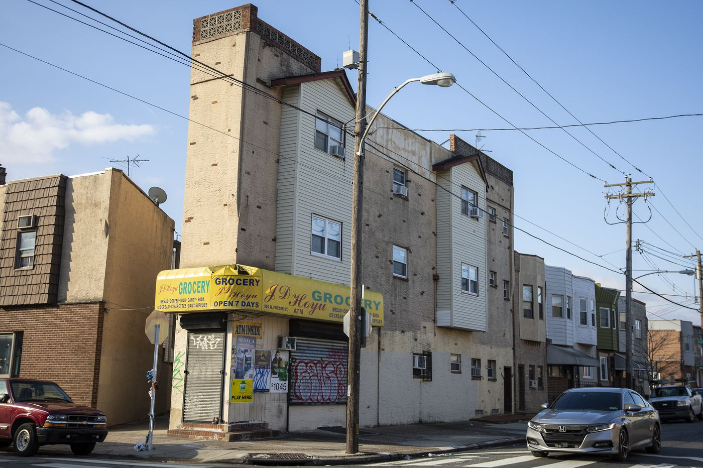 Store employee fatally wounded in South Philly shooting