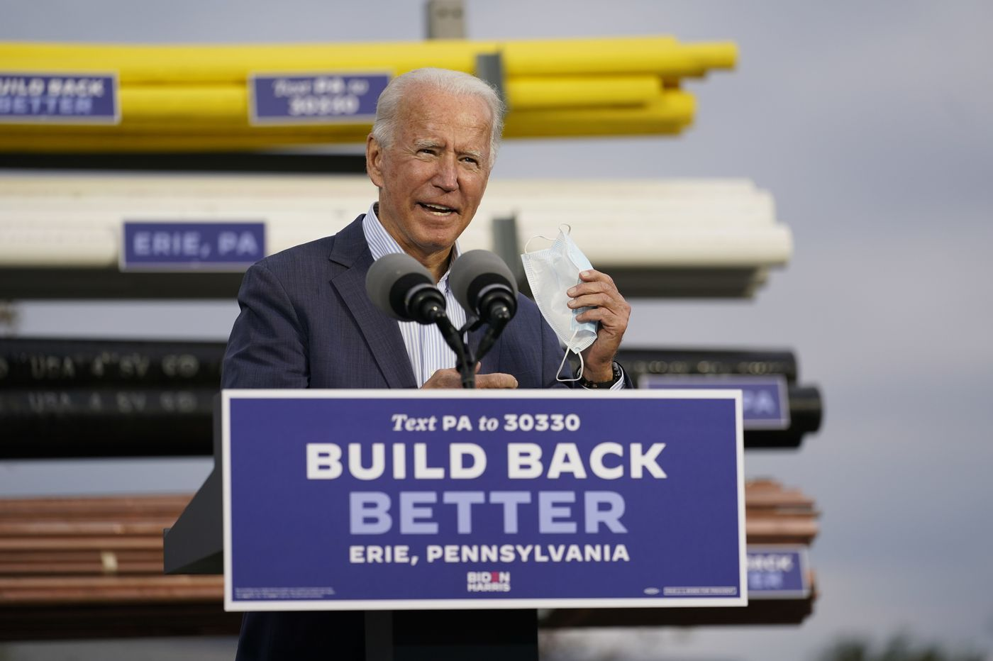 Biden courts swing voters in Pennsylvania while Trump rallies at the White House