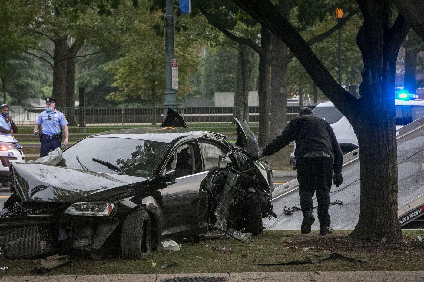 Man killed, woman injured in crash of speeding vehicle on Benjamin Franklin Parkway