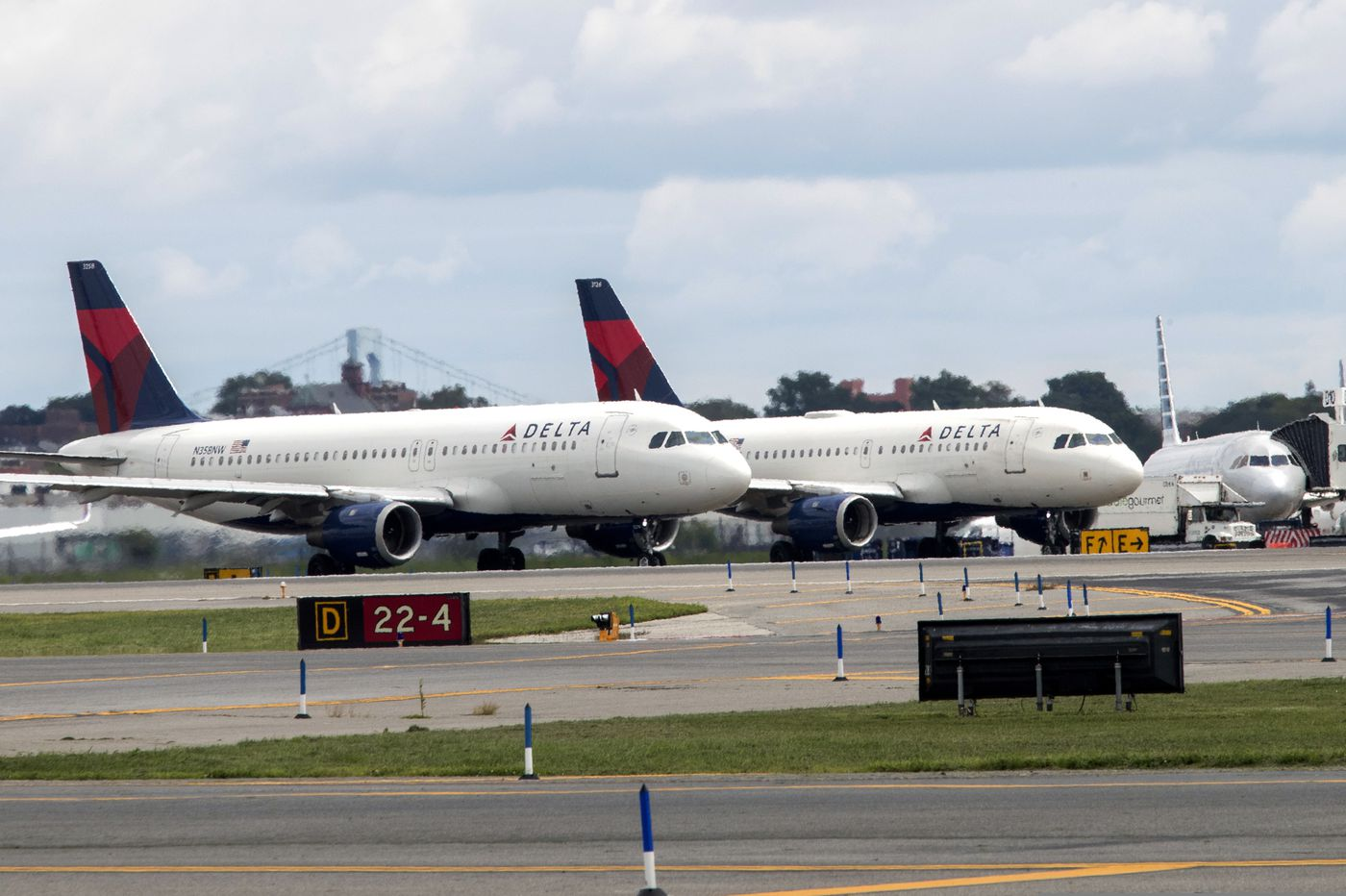 Technical glitch causes widespread flight delays in US
