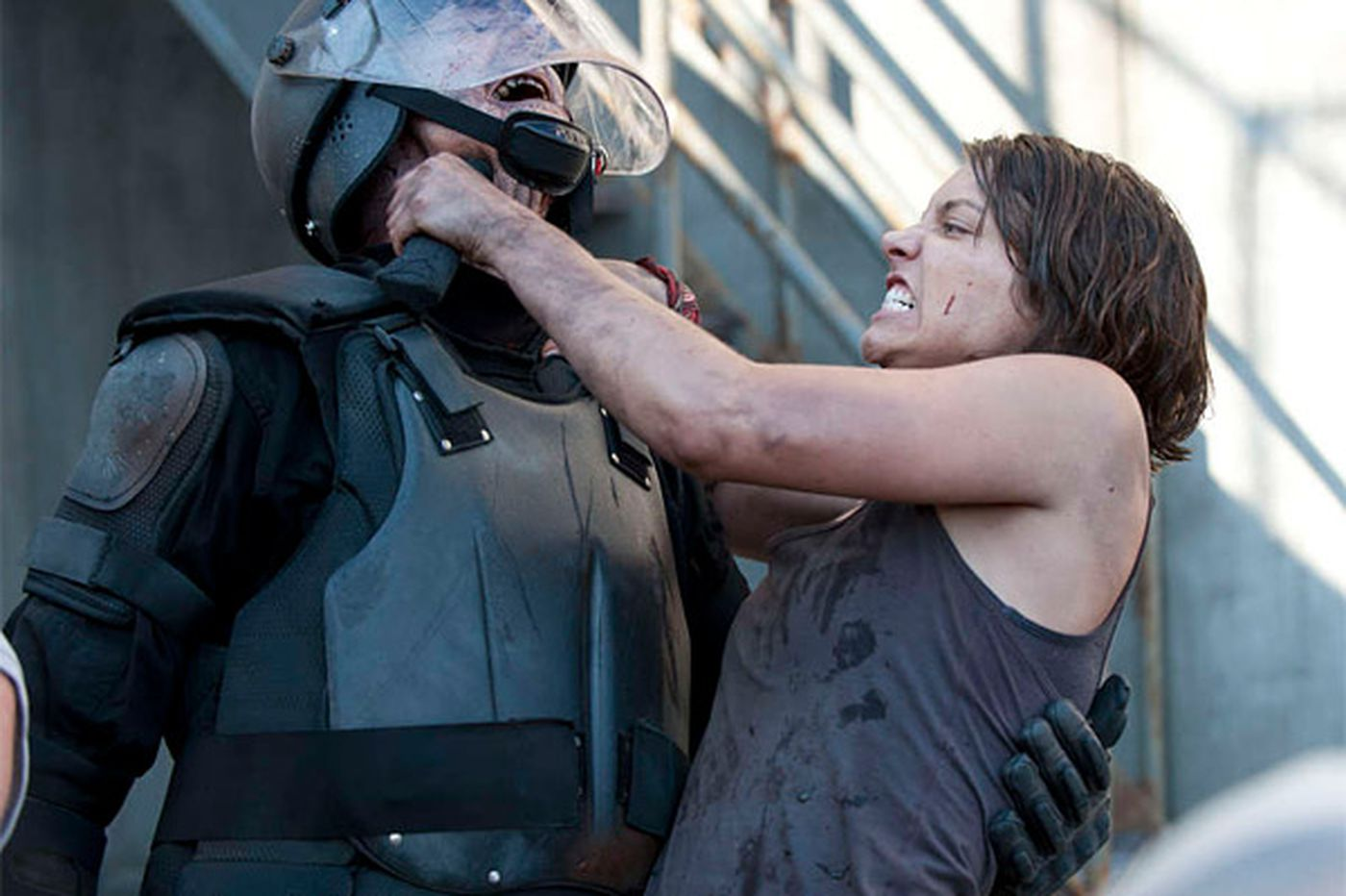 Lauren Cohan of 'Walking Dead' sticks it to zombies
