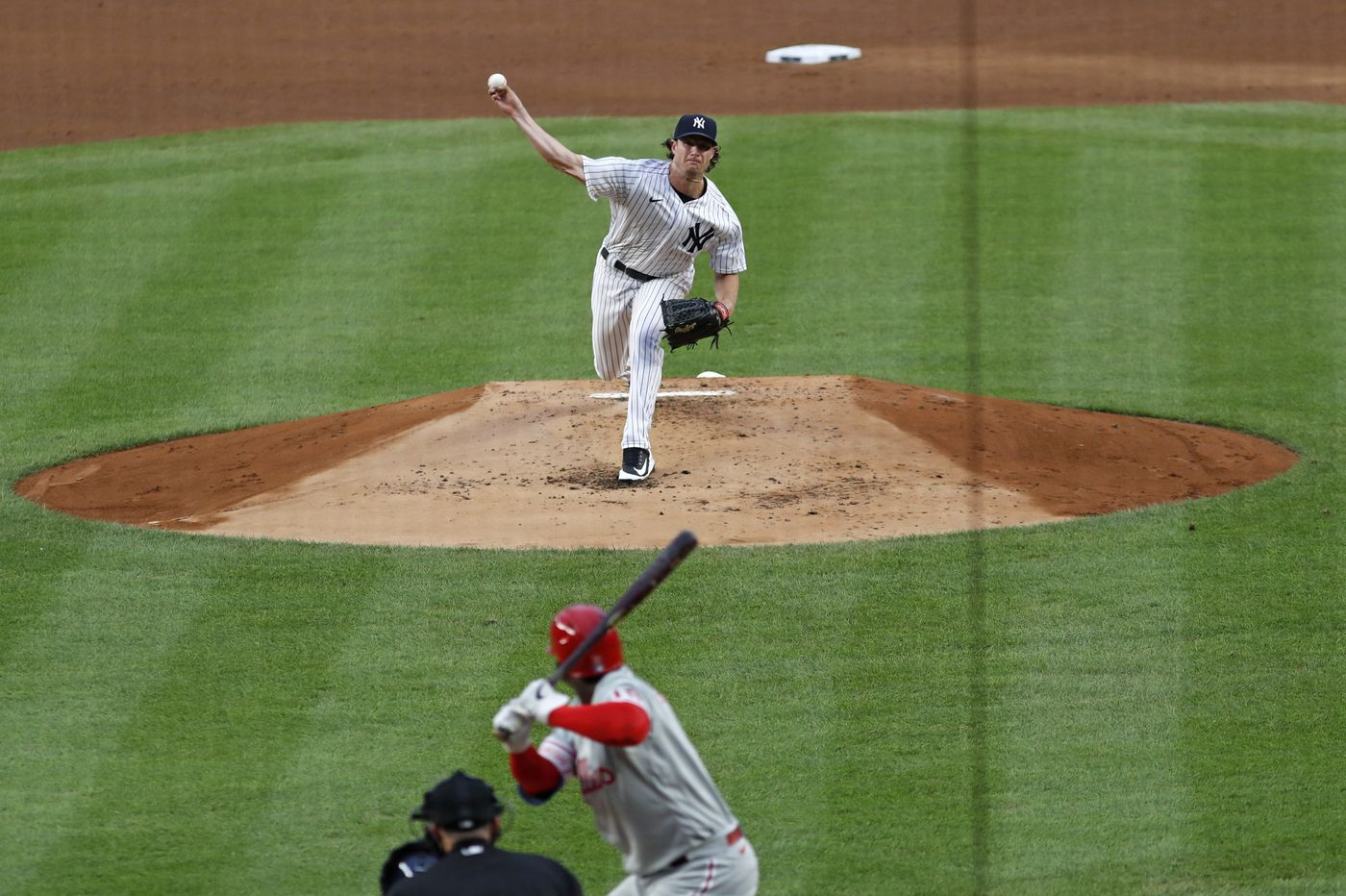Phillies play first game in seven days, but Yankees extend winning streak to seven games