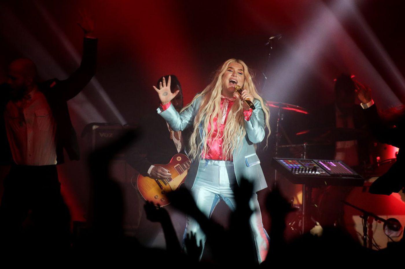 Kesha makes her emotional return at the Fillmore