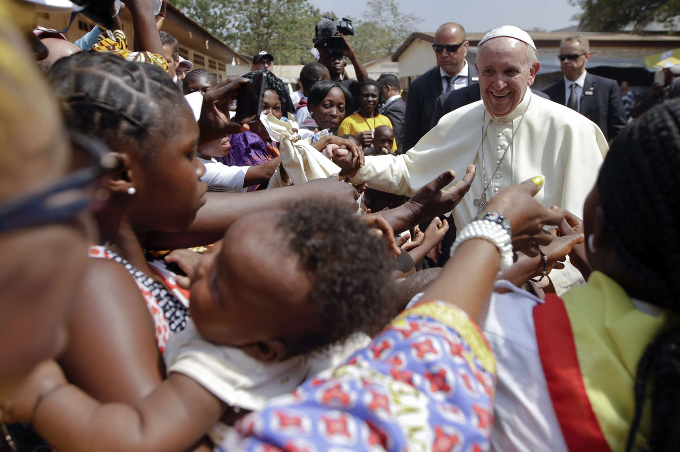 In final African stop, Francis calls for peace