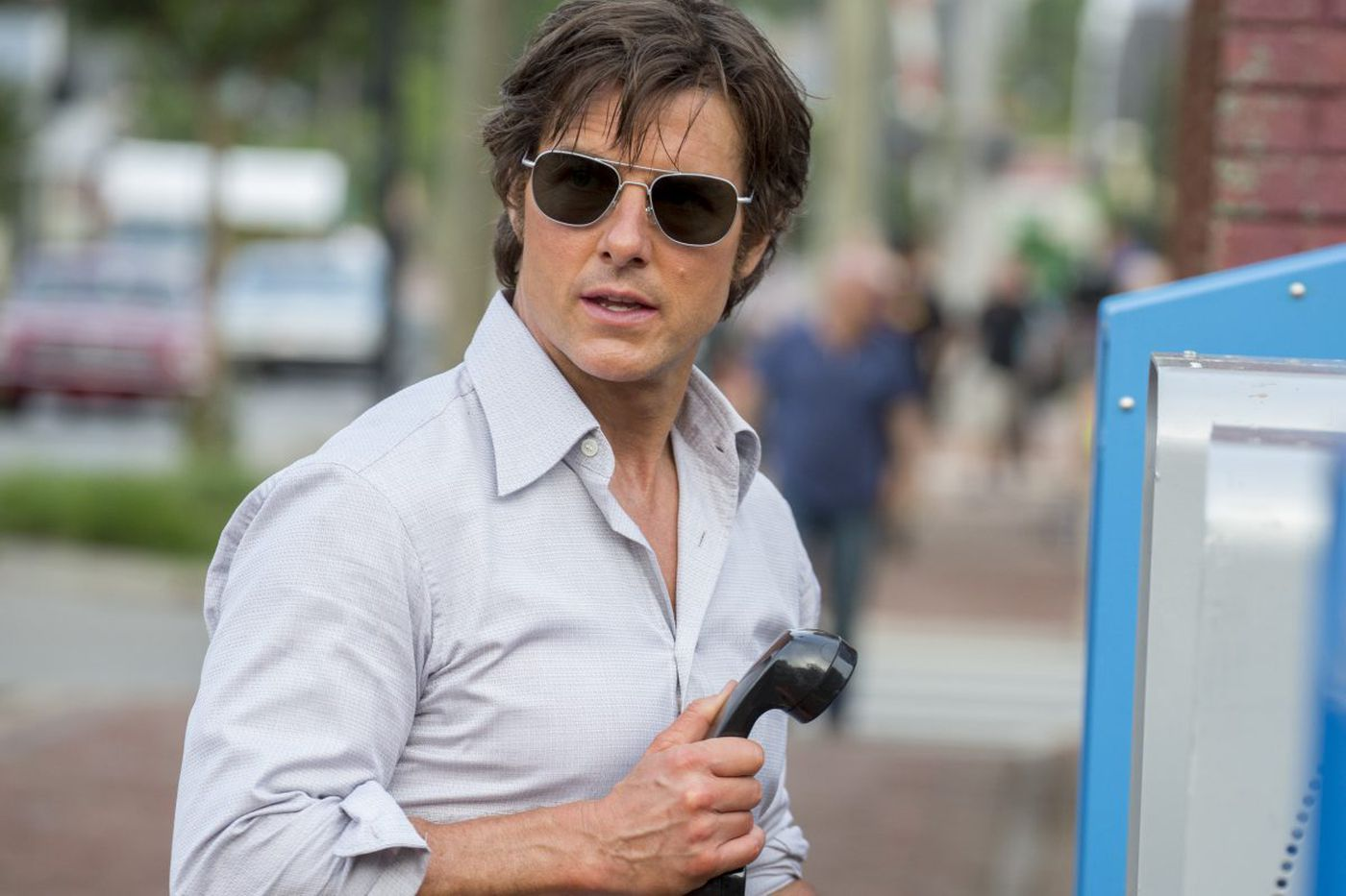 Tom Cruise right at home as a hotshot pilot up to risky business in the darkly comic 'American Made'