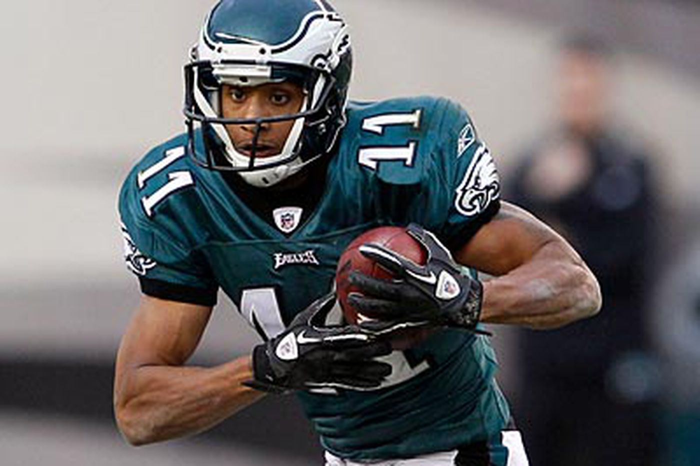 Eagles put wideout Smith on injured reserve