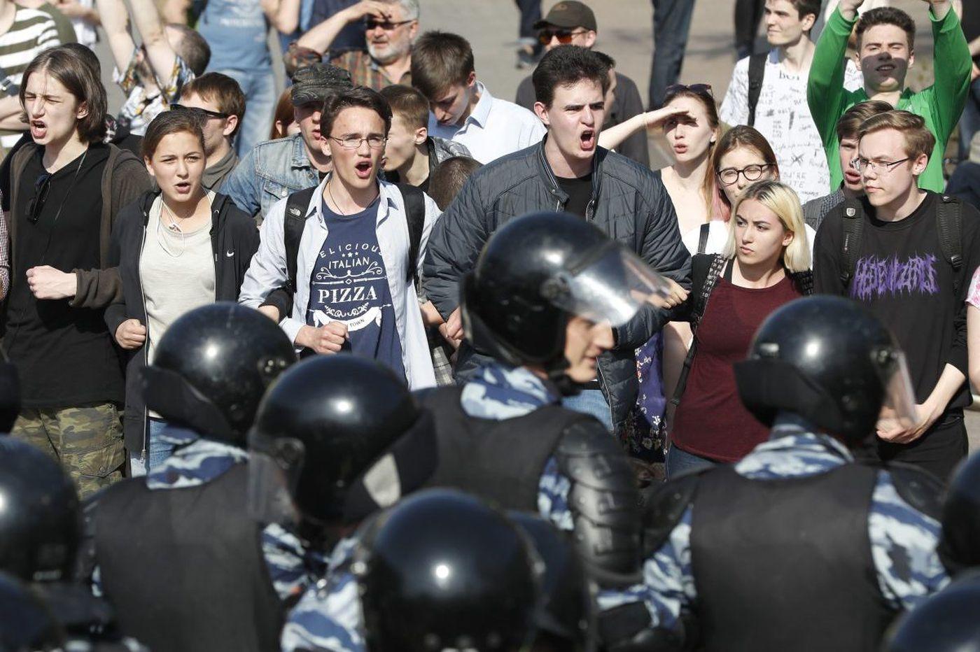 Russia police detain 1,600 protesting Putin's fourth term