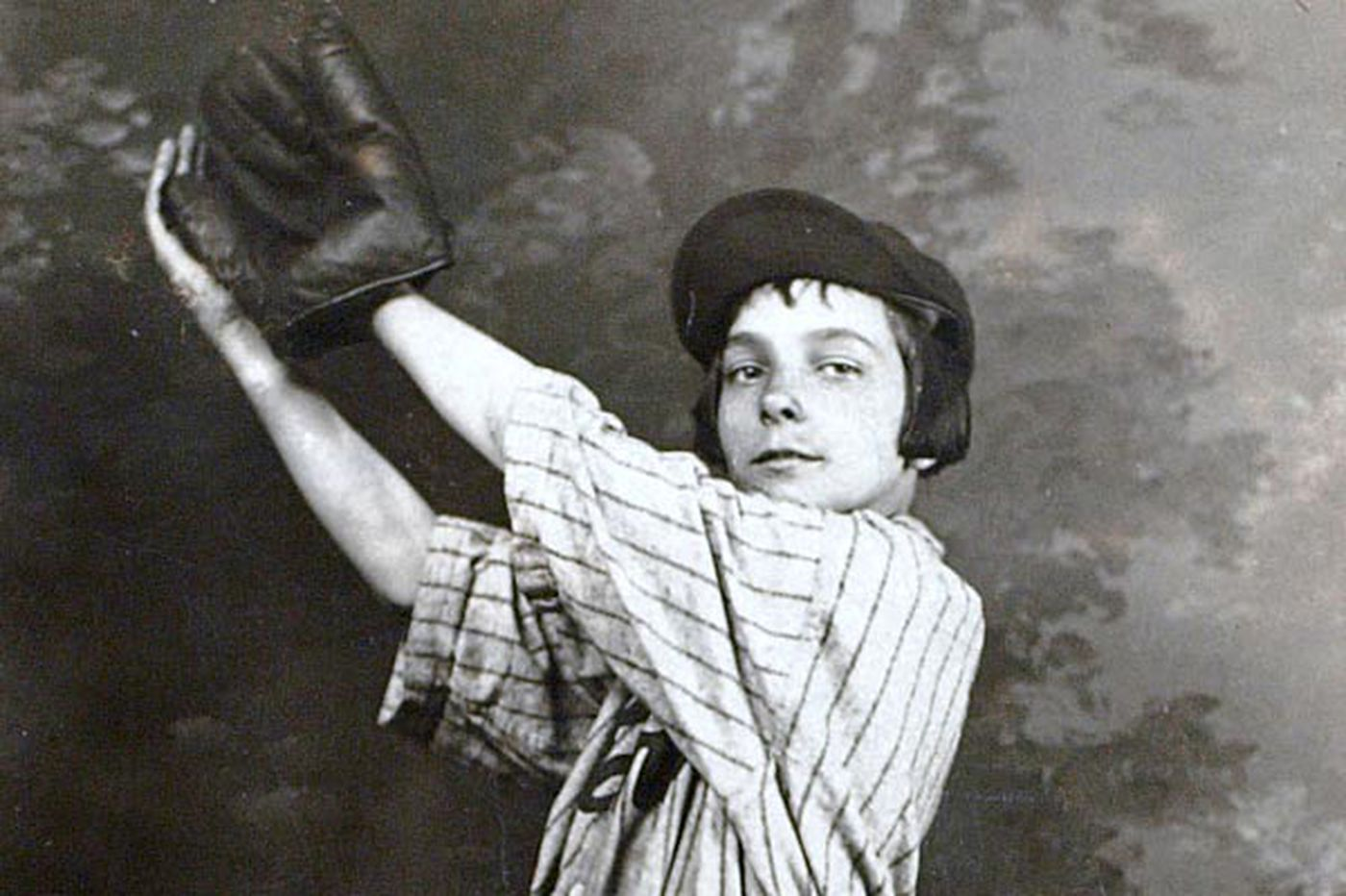 Long before Mo'ne Davis, another female baseball phenom