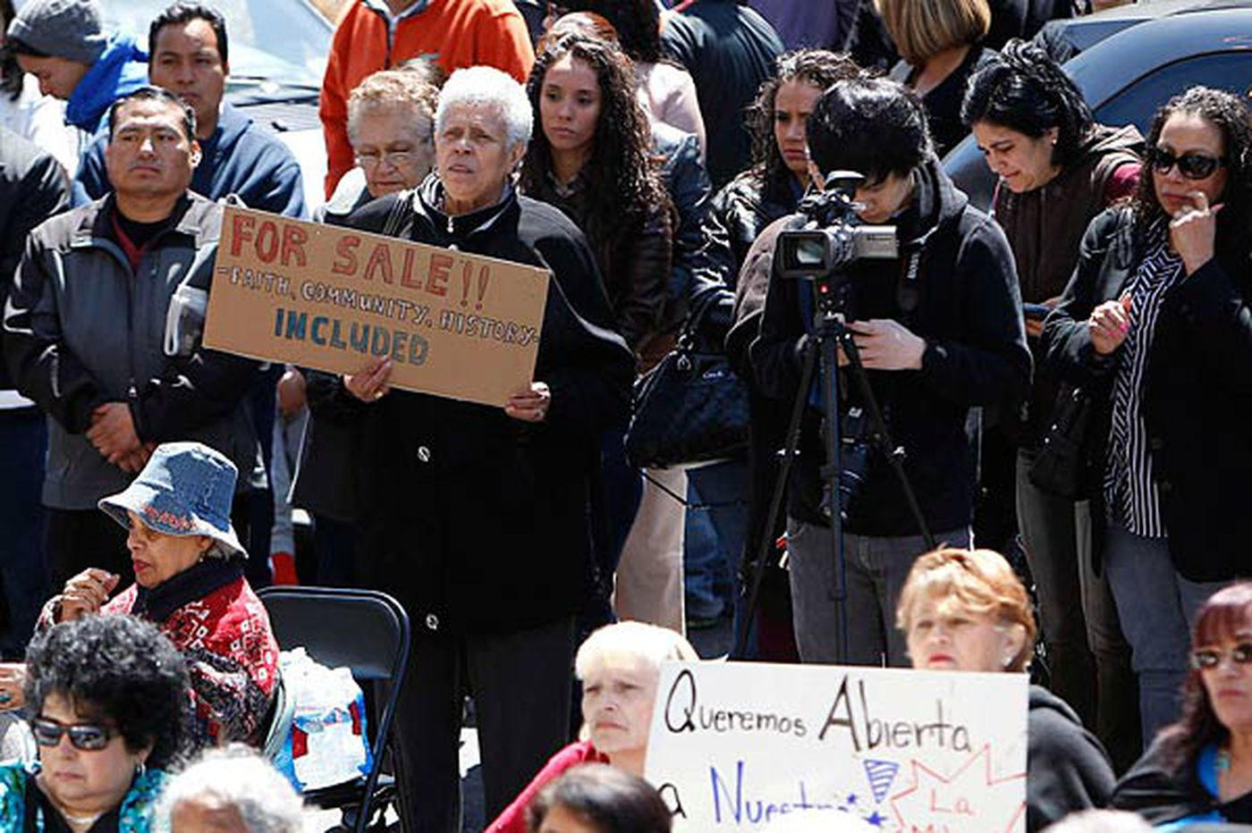 Group rallies to protest closure of Spanish chapel
