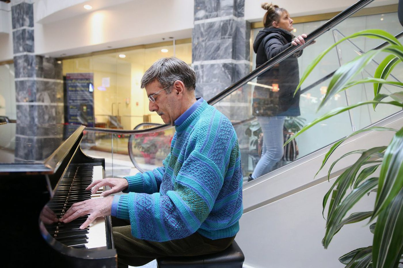 'You can make people happy,' says accountant-turned-piano man | We the People