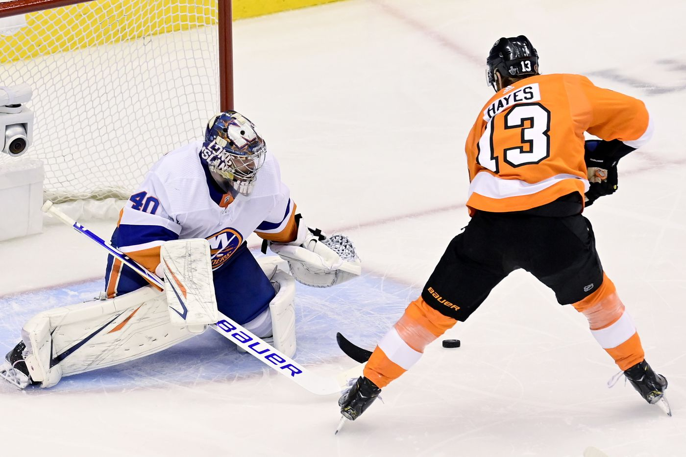 Islanders whip slow-starting Flyers, 4-0, to take opener in conference semifinals