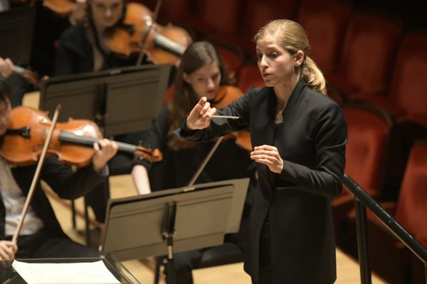 Karina Canellakis at Curtis Institute stuns with precision in bold selection