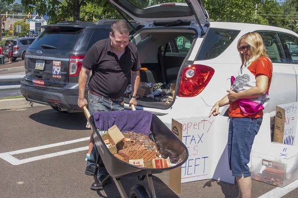 Montco protester pays tax bill - with 50,000 pennies