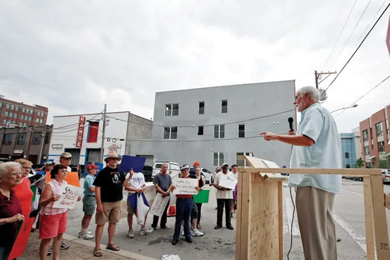 Bryan Miller of Heeding God's Call speaks against the possibility of a retail gun store's opening near Spring Garden Street. (YONG KIM / Staff Photographer)