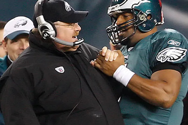 Donovan McNabb helped secure the Eagles' win with a 27-yard scramble and an 18-yard pass to Jeremy Maclin late in the fourth quarter. (Ron Cortes/Staff Photographer)