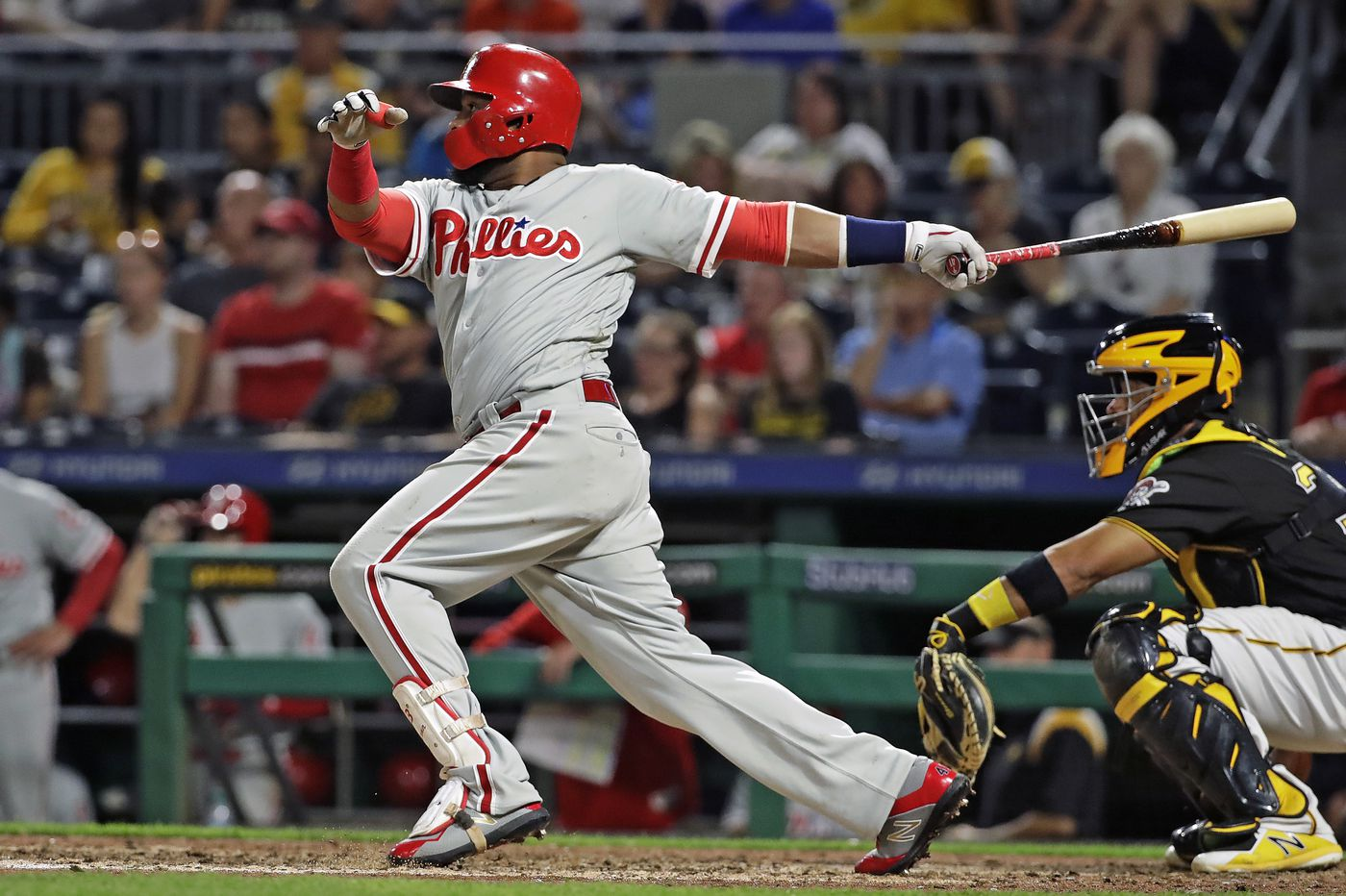 Phillies climb atop NL East with blowout win over Pirates