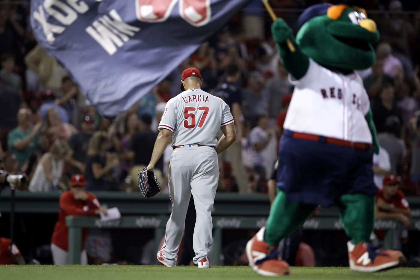 Phillies absorb 13-inning loss to Red Sox as trade deadline looms