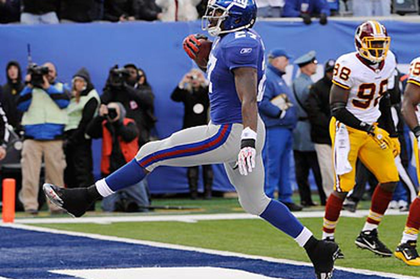 Giants defeat Redskins, regain first-place tie with Eagles