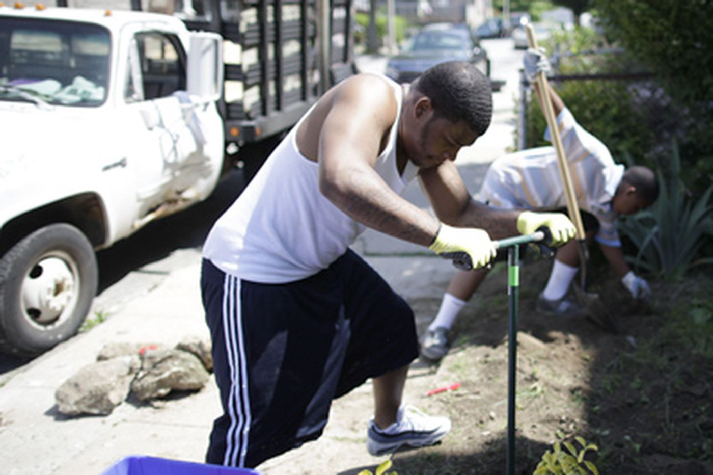 Sisters spur a Germantown block cleanup