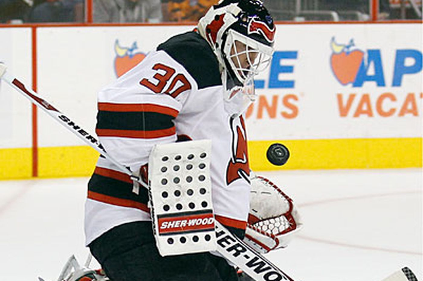 Inside the Flyers: Flyers give veteran goalie Brodeur respect