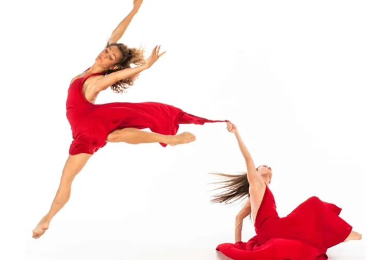 """Momix presented Moses Pendleton's brilliant, refined """"Alchemia"""" at the Annenberg Center."""