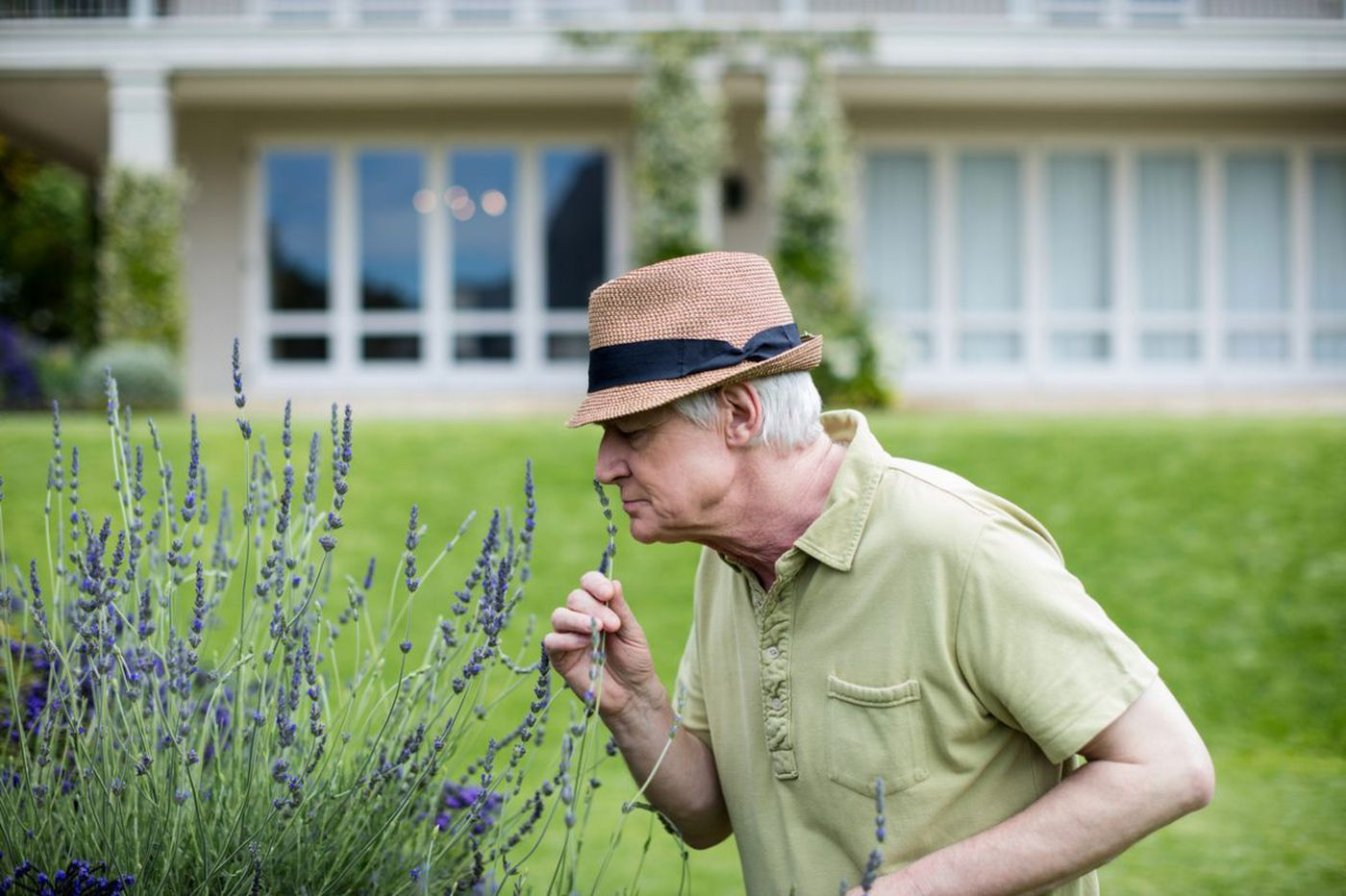 Health Q&A: What it may mean when you can't smell that smell