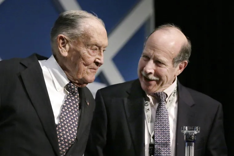 """John C. """"Jack"""" Bogle (left) receives icon award from Inquirer Editor Bill Marimow at the Industry Icon Awards, 2016."""