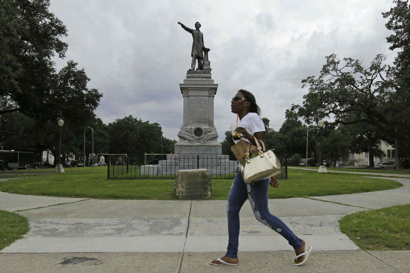 New Orleans to remove Confederate monuments