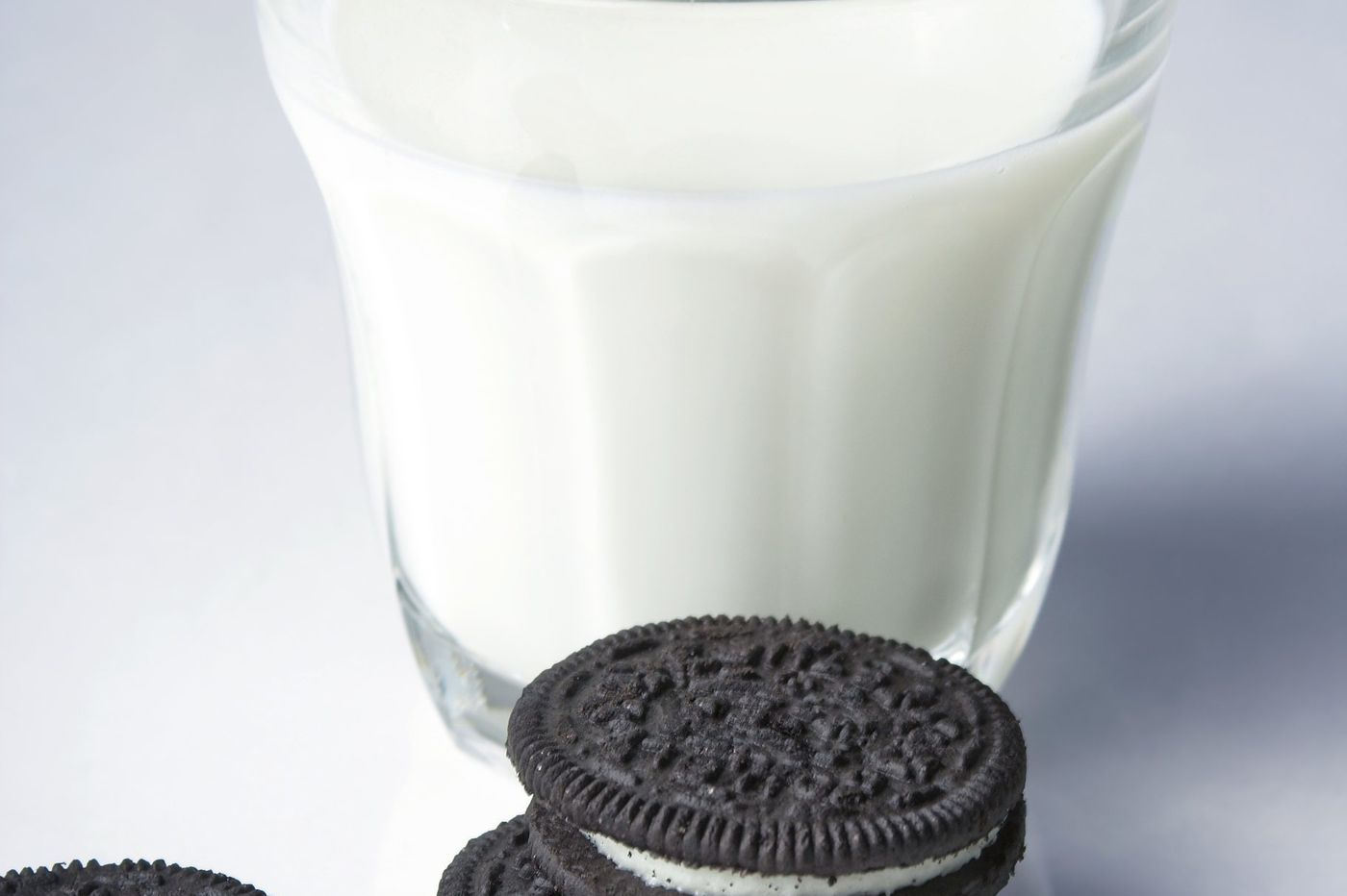 Milk makers, desperate to win back America, ask: 'Want a cookie?'