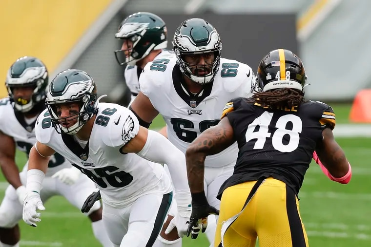Eagles tight end Zach Ertz (86) will play Monday against the Cowboys while Jordan Mailata (68) will not.