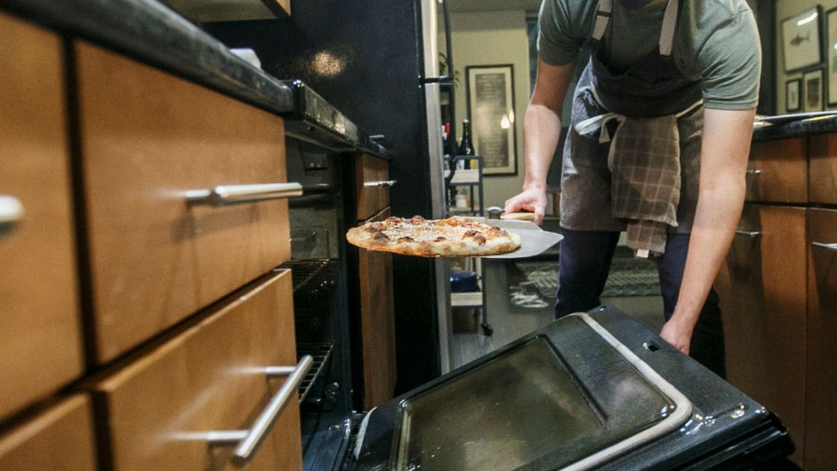 Pizza shop opens in Center City apartment
