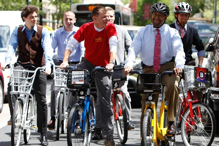 Nutter with bike-share vendors. DAVID MAIALETTI / Staff Photographer