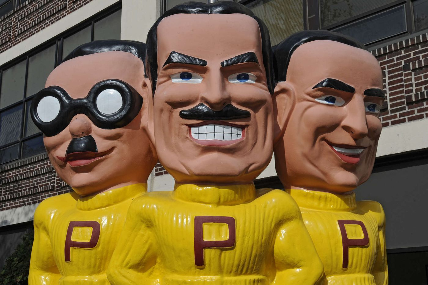 Offering $863 million, Icahn makes a play for Pep Boys