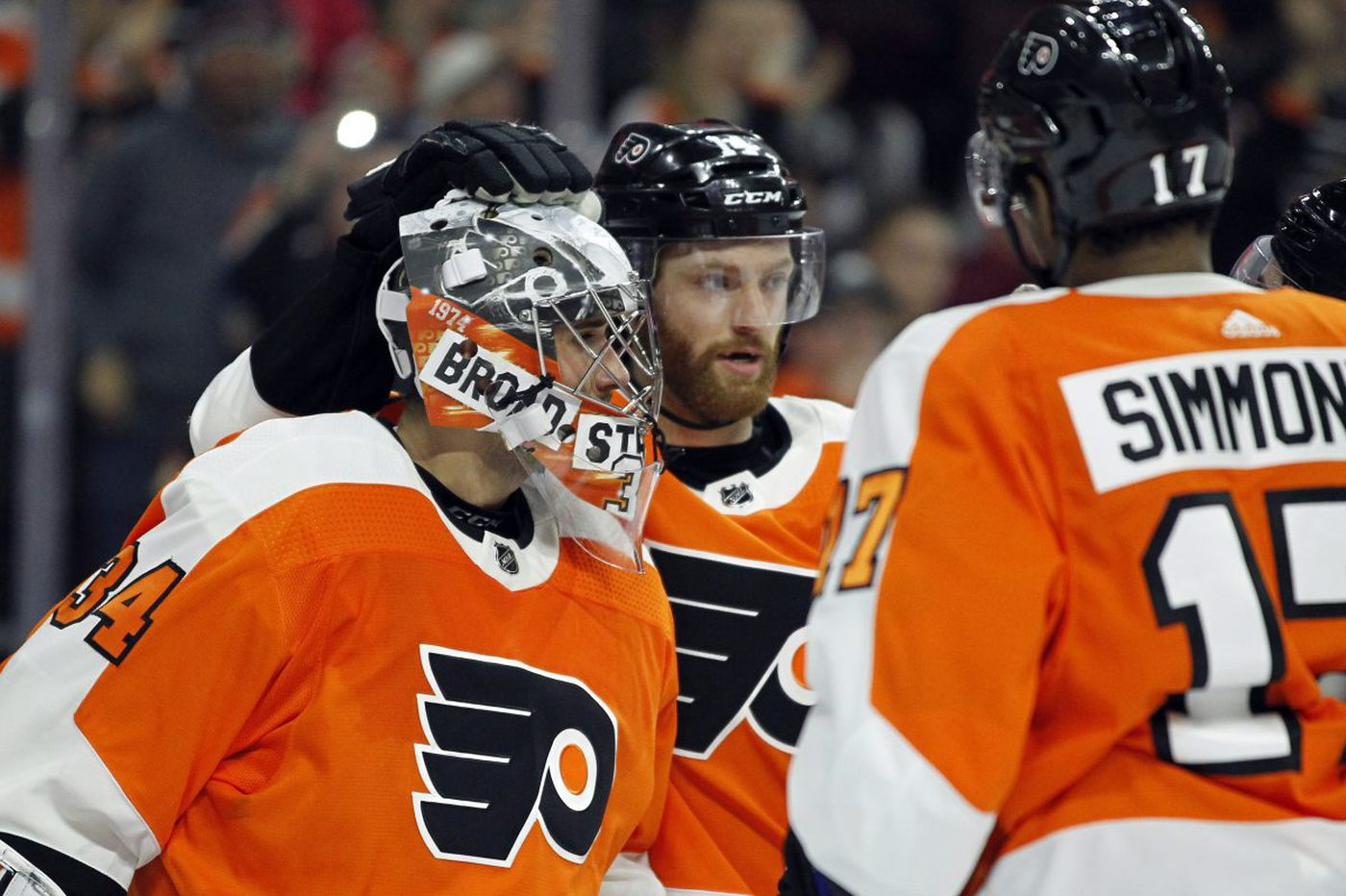 Flyers end five-game skid as Petr Mrazek keys win over Jets