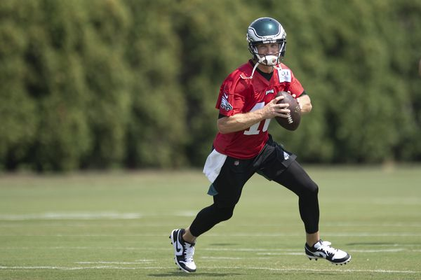 Josh McCown or Nate Sudfeld? If Carson Wentz goes down, expect experience to win out for Eagles. | David Murphy