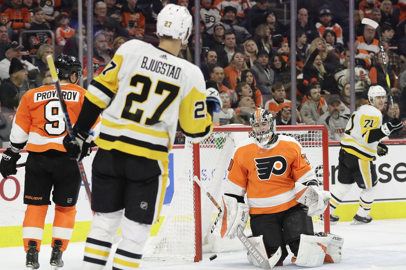 Flyers fire 51 shots, including 28 in a period, but fall to Penguins