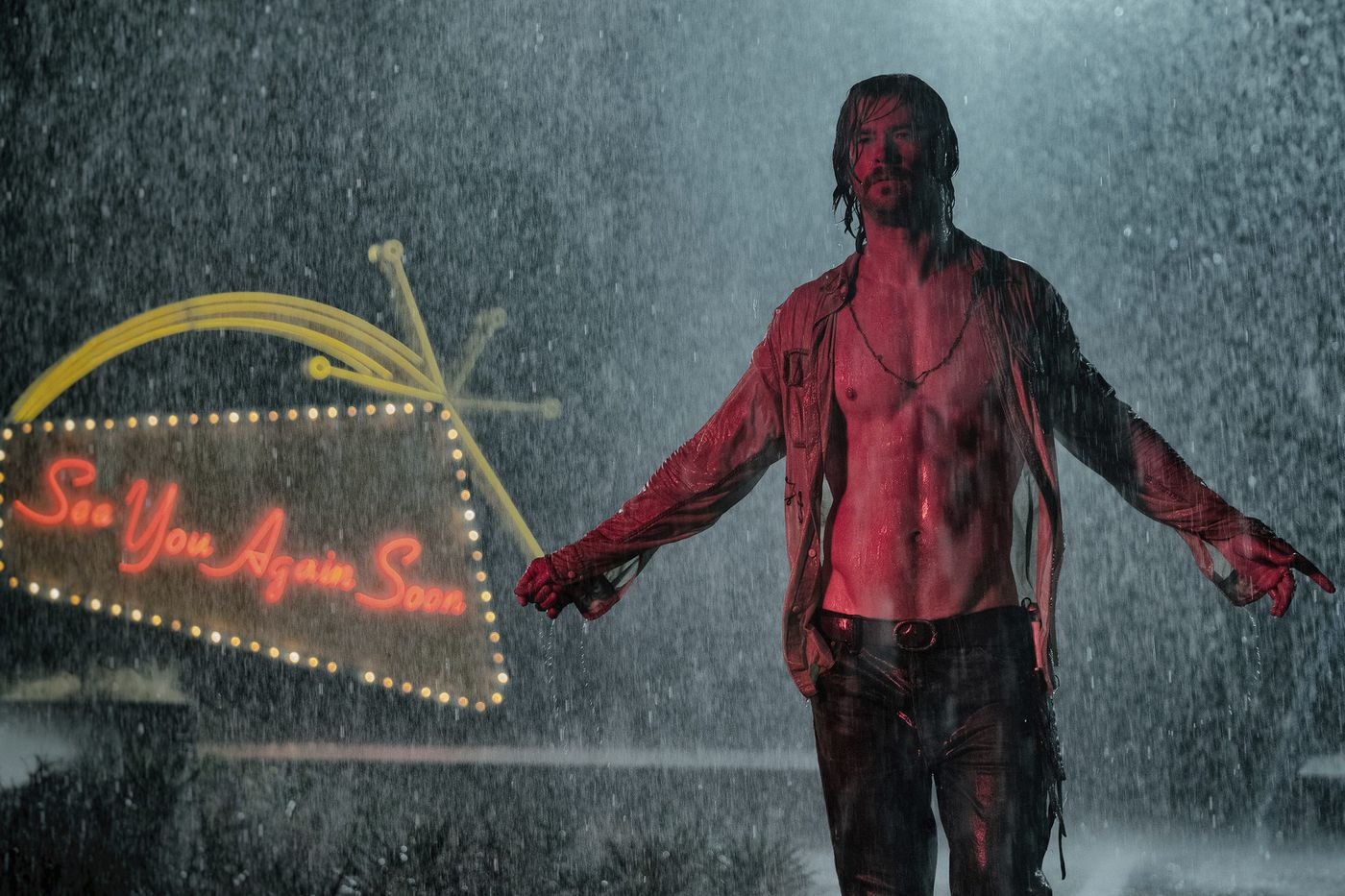 'Bad Times at the El Royale': Chris Hemsworth's abs (and many more) star in this B-movie homage