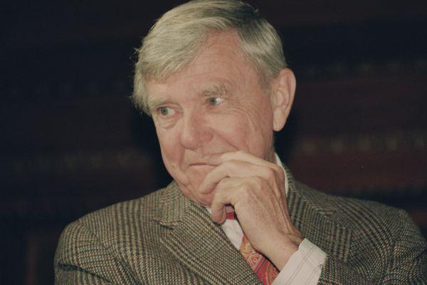Russell Baker, droll columnist and memoirist who twice won Pulitzer, dies at 93