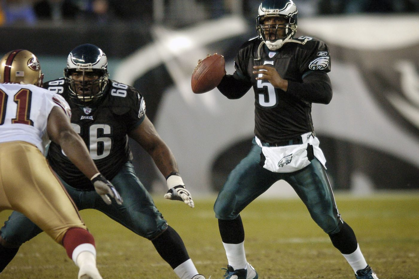 Former Eagles QB Donovan McNabb and Kevin Hart discuss the stereotypes black quarterbacks face in NFL
